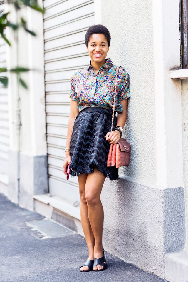 Tip: Pair a flouncy mini skirt and printed button-down with simple flat sandals for the weekend: