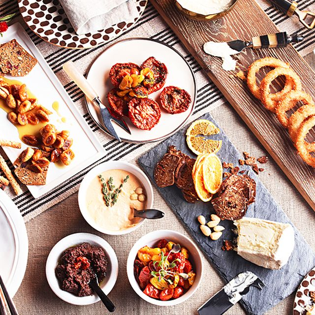 Holiday Tabletop: No-Sweat Starters, Dips, and Spreads