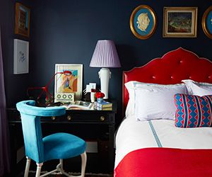 Tour a Bold Old Hollywood One-Bedroom