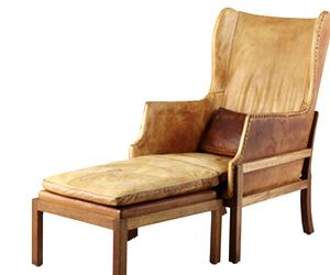 Meet the Perfect Antique Leather Chair